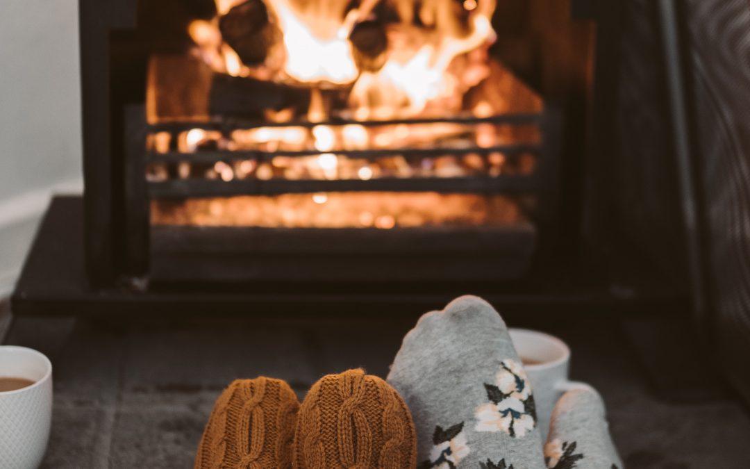 Slap af foran brændeovnen
